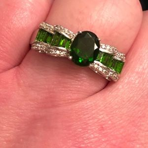 Simulated Emerald CZ 'bow' ring. Size 11.